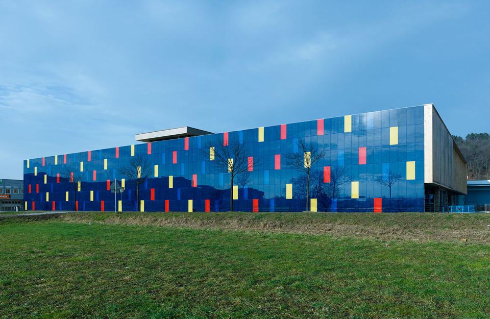 Staklena fasada sa LED elemenatima
