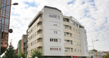 Prva stambeno-poslovnu zgradu u Novom Sadu koja ima krovnu baštu