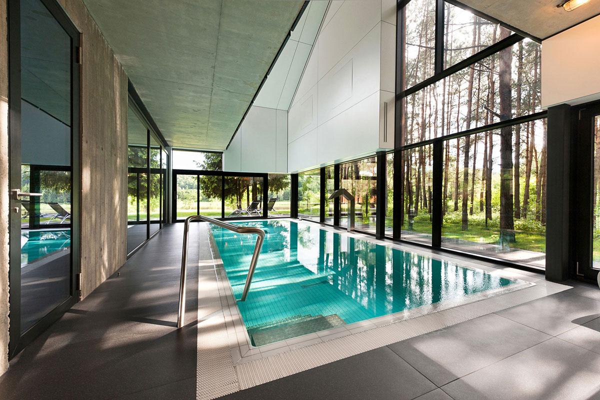 reyidencija-bazen-zatvoreni-staklo-prozori-vrata