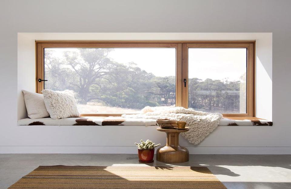 Klasičan izgled sedišta rkraj prozora