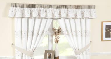 Ako su prozori u kuhinji veliki zavese mogu biti u punoj dužini
