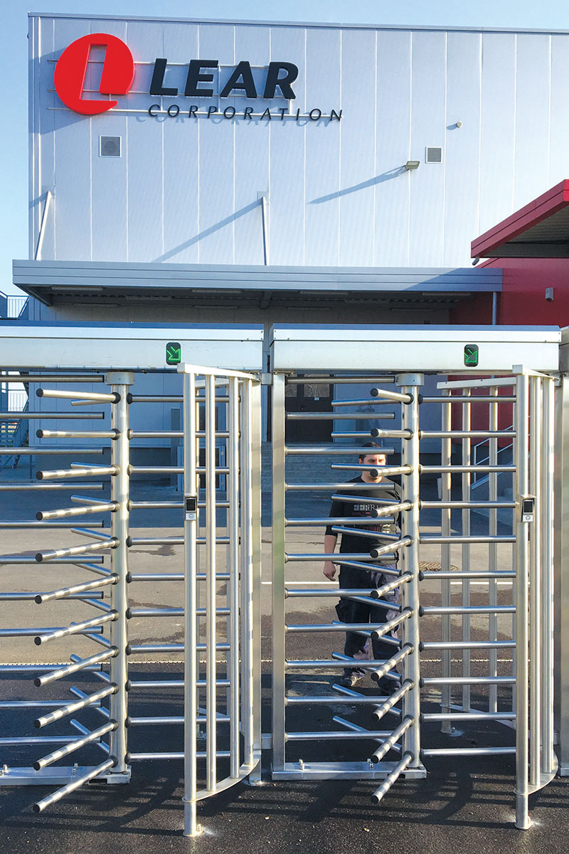 kapije visine 2m sa specijalnom konstrukcijom, takozvanim češljem