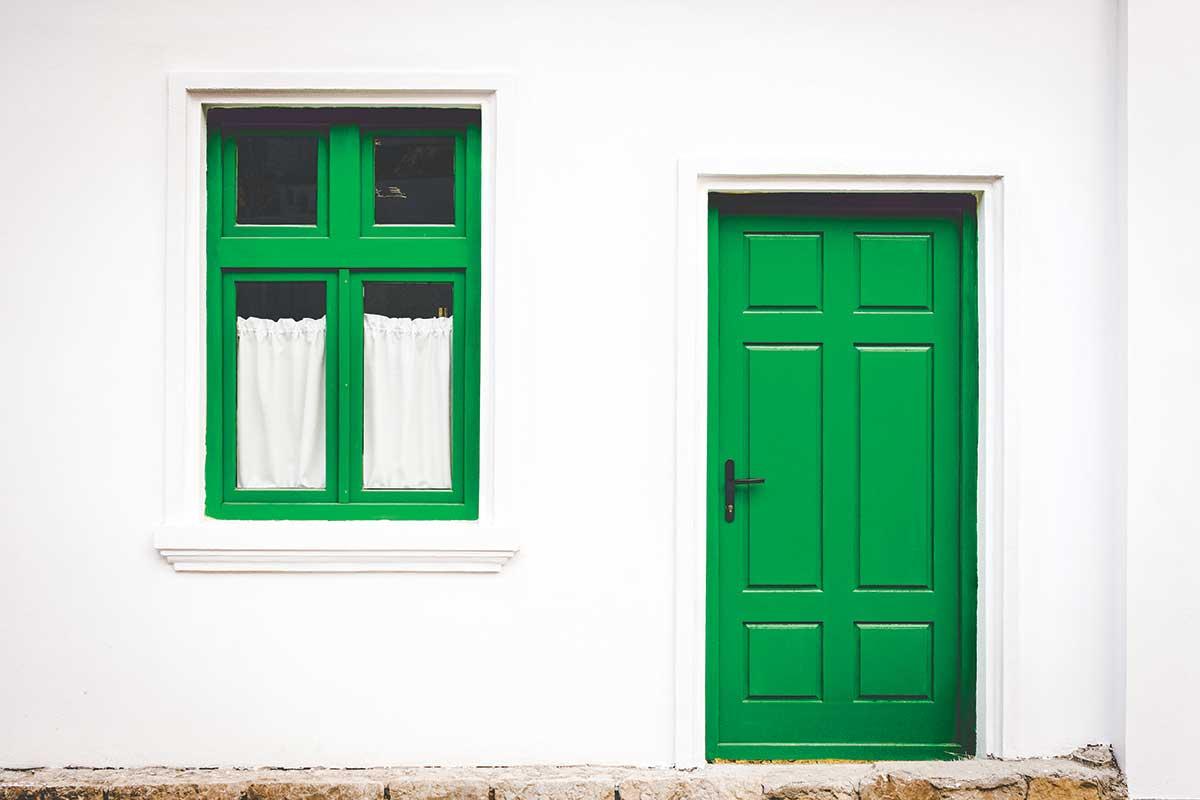 Drvena zelena ulazna vrata
