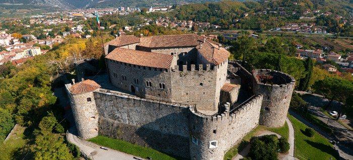 Zamak u Italiji