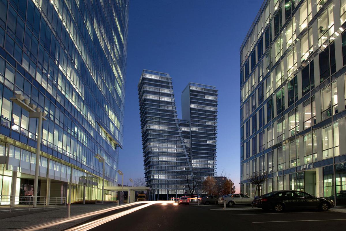 Oblik građevine svjedoči o neobičnoj i urbanoj arhitekturi.