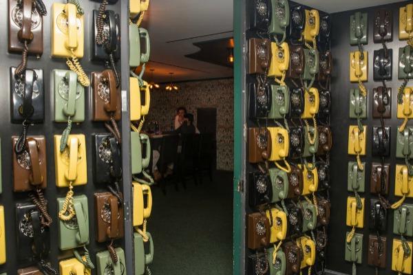 Ovi telefoni služe za otvaranje misterioznih vrata