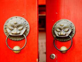 Simbolika crvenih vrata