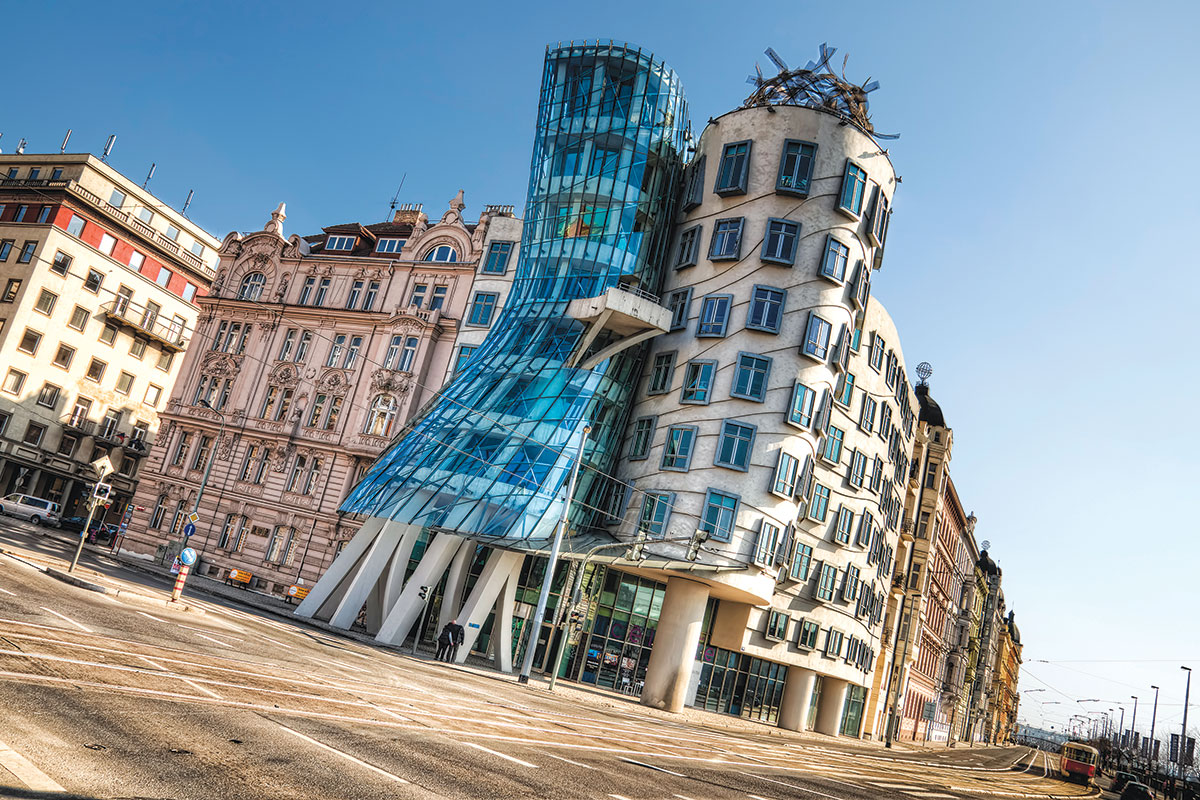 Frank Gehry, Dancing House ili Fred and Ginger Building, Prague, Czech Republic