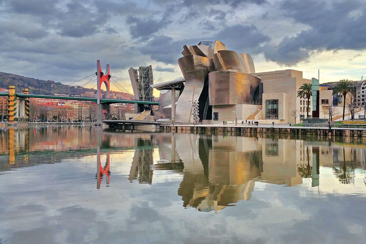 Frank Gehry, Guggenheim Museum in Bilbao, Spain