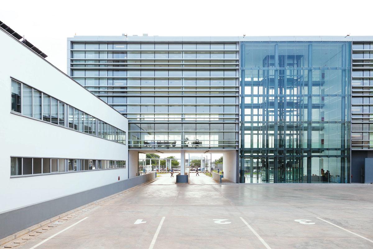 Tehnomarket Aluminik CS55 staklena fasada – Ghana Airport Cargo Centre