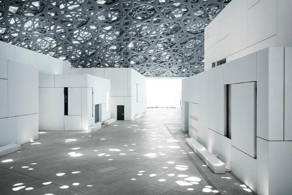 Ova kompleksna geometrijska struktura takođe poseduje i 7.850 zvezda