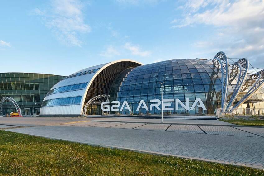 G2A Arena - harmonična reprezentacija sferičnih oblika napravljenih od staklenih elemenata