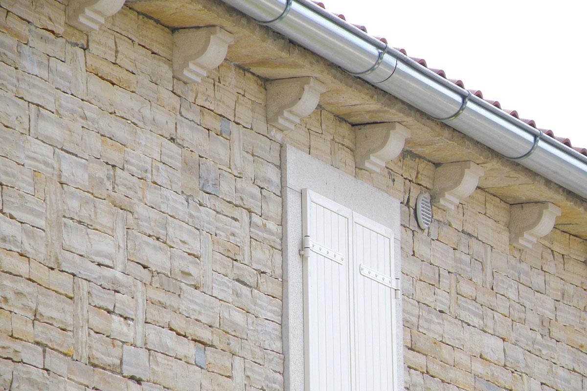 Profine Group - photo: kamena kuća u Istri, Hrvatska, detalj, prozori i škure Kömmerling
