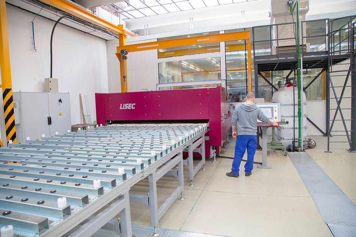 OROShazaGLAS Kft. kompanija / LiSEC mašina za proizvodnju laminiranog stakla