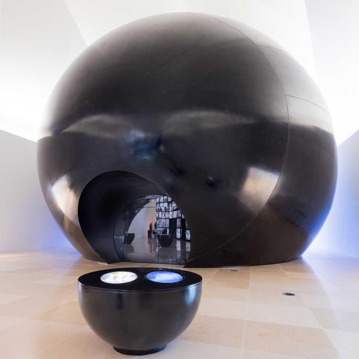 Museu do Amanhã, Rio de Janeiro, Brasil: the Cosmos instalacija kreirana sa DuPont™ Corian® u Nocturne koloru; foto: Andres Otero, sva prava zadržana