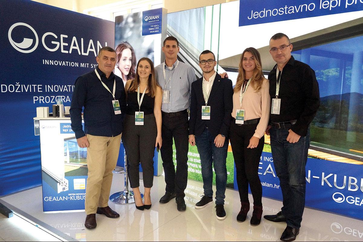 Foto: GEALAN tim sa organizatorima kongresa Eko kuća Magazin