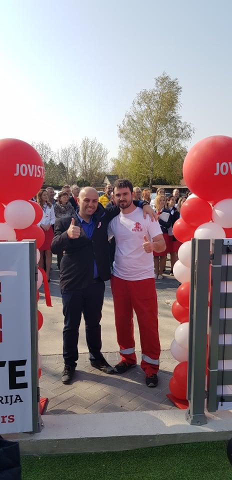 Vlasnik kompanije Siniša Mišanović sa jednim od članova svog tima