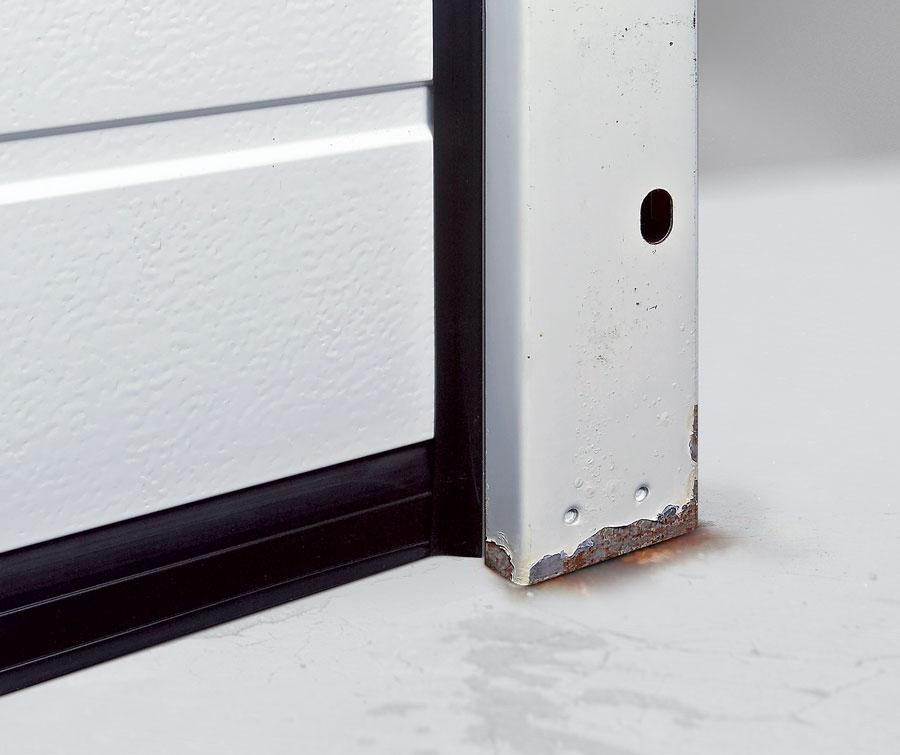 Garažna vrata - korozija vodilica