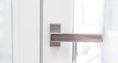 Link Line doo, PVC stolarija, okov ručica na prozoru