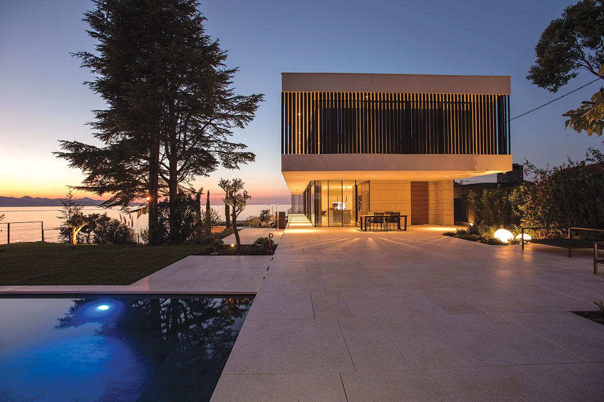 Ambiciozan projekt obiteljske kuće za odmor djelo je arhitektonskog studija VVA