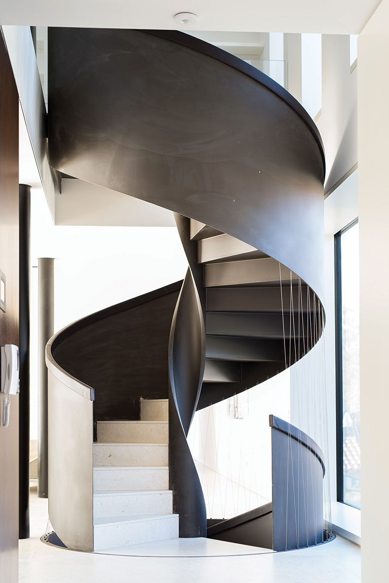 Projekt obiteljske kuće za odmor djelo je arhitektonskog studija VVA - interijer, stepenište