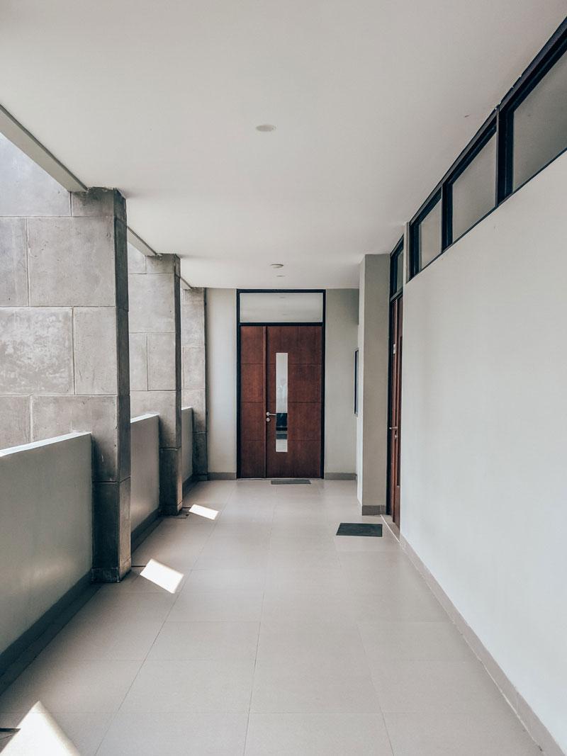 Ulazna vrata u stan, stambena zgrada