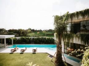 Luksuzna vila, bloger