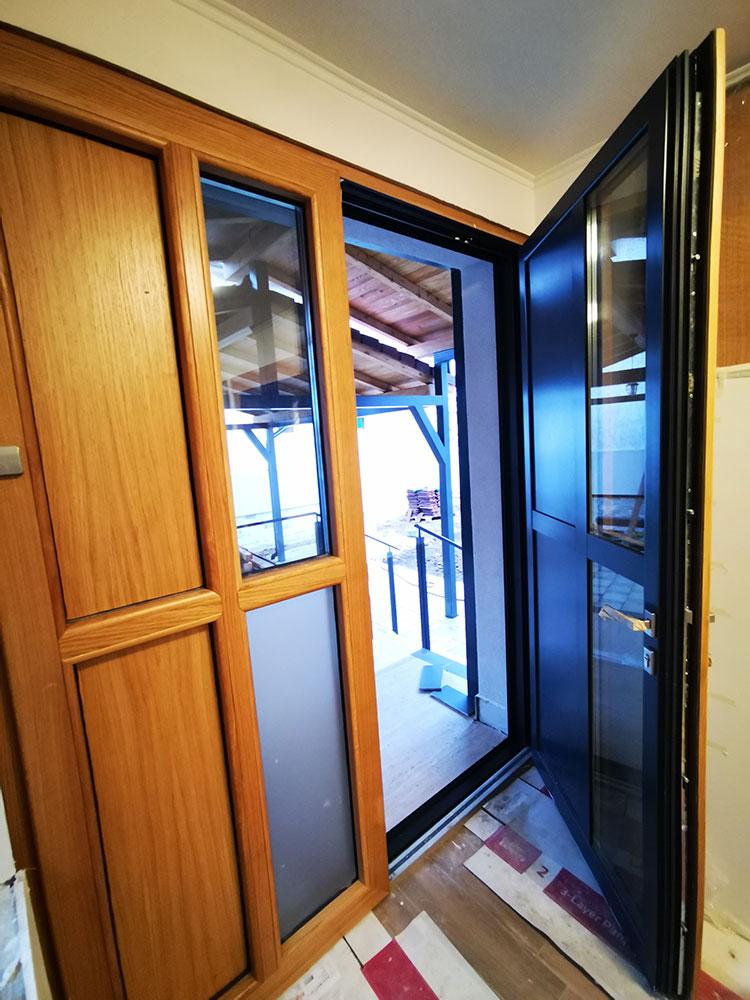 Ulazna vrata aluminijum-drvo / foto: Betaplast doo