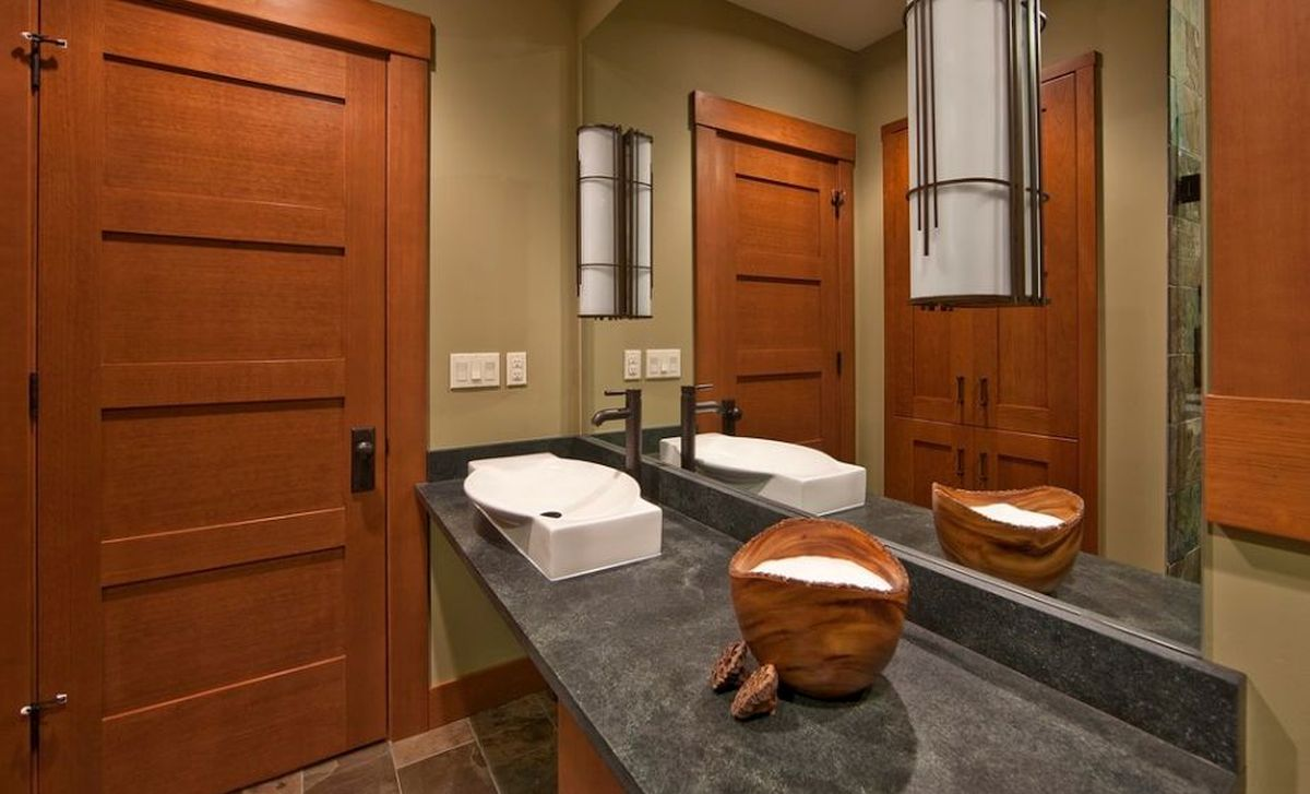 vrata u kupatilu