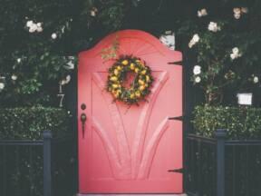venac na ulaznim vratima