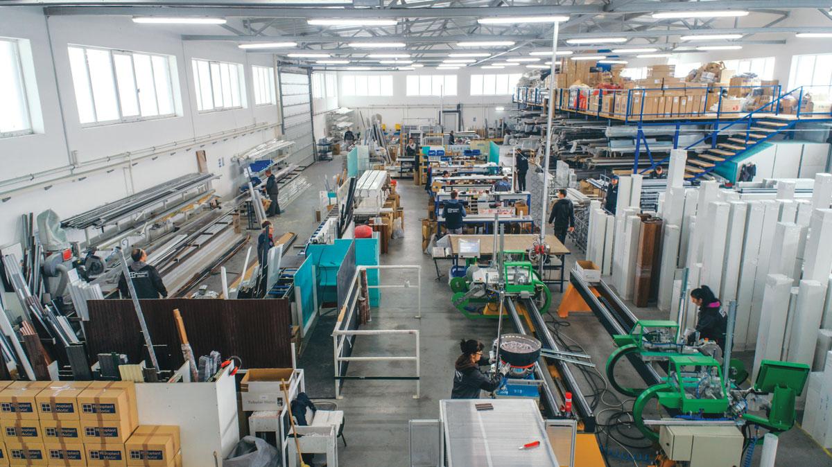 Axioma Plus - snadbevanje materijalom proizvođača PVC i ALU fasadne stolarije i roletni