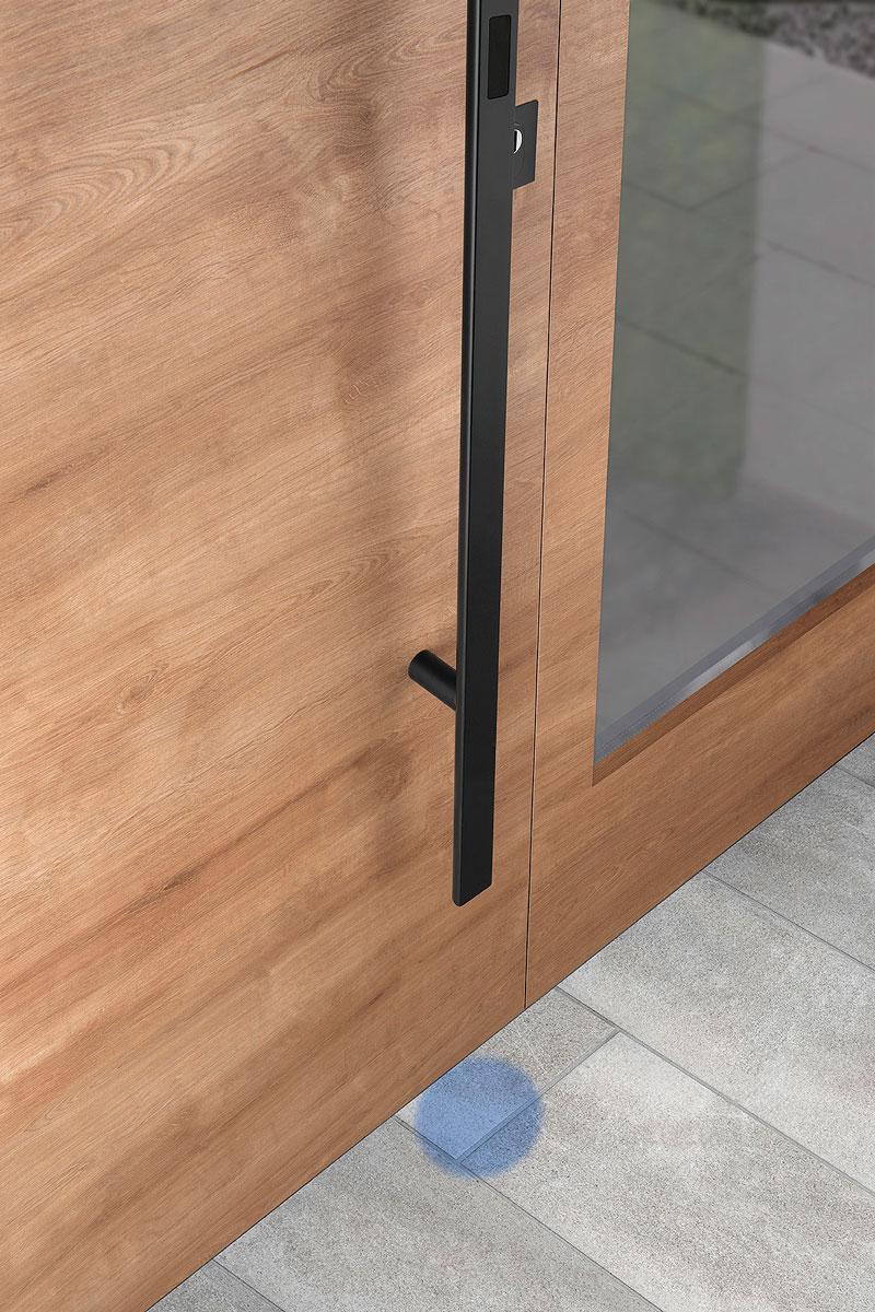 Spoljašnja strana ulaznih vrata sa svetlosnim poljem